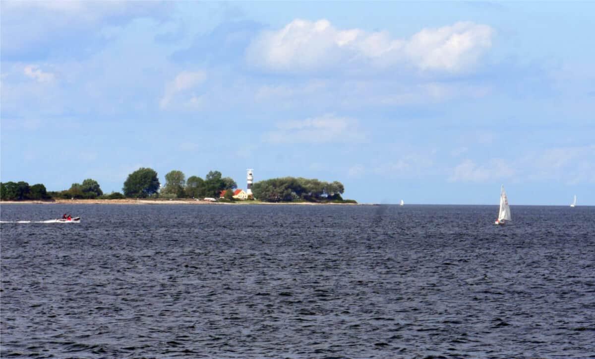 Leuchtturm auf Dampferfahrt in der Kielder Förde