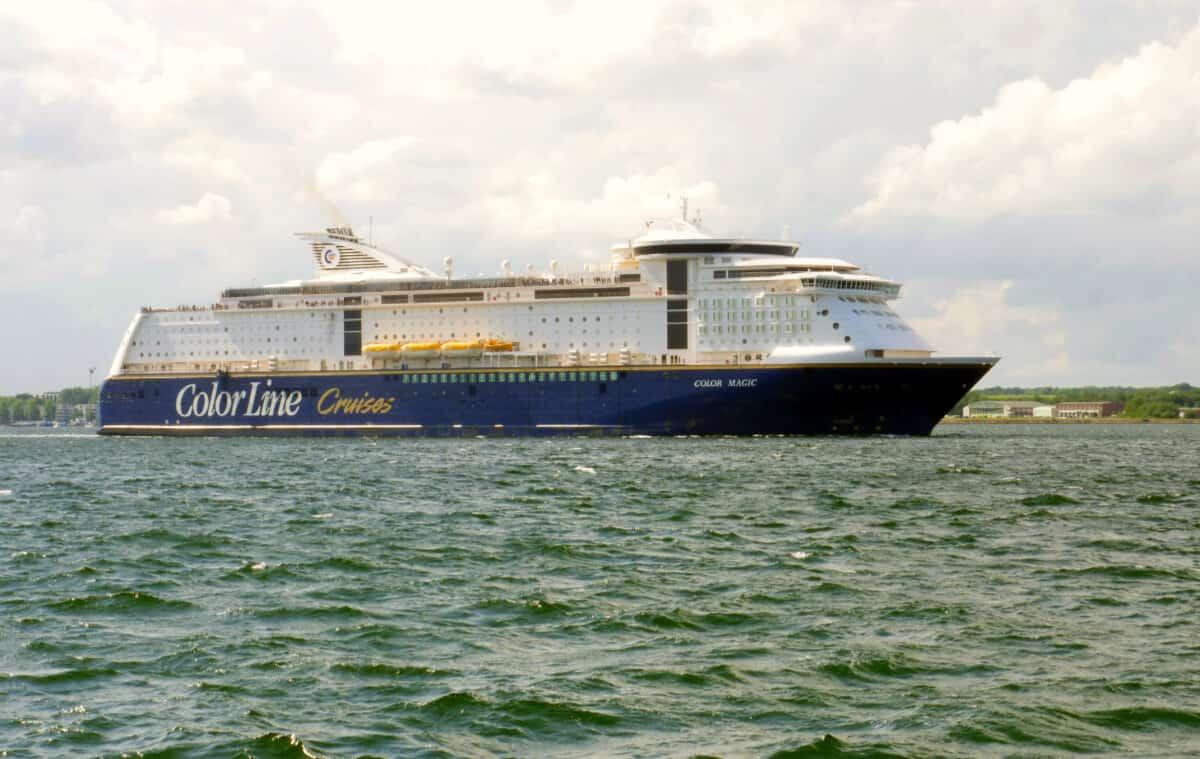 Kreuzfahrtschiff in der Kieler Förde